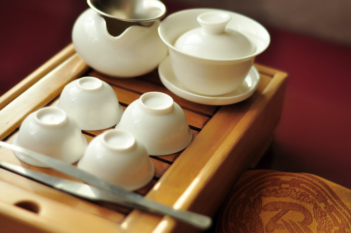 Tea and Tea Set by Li Hong